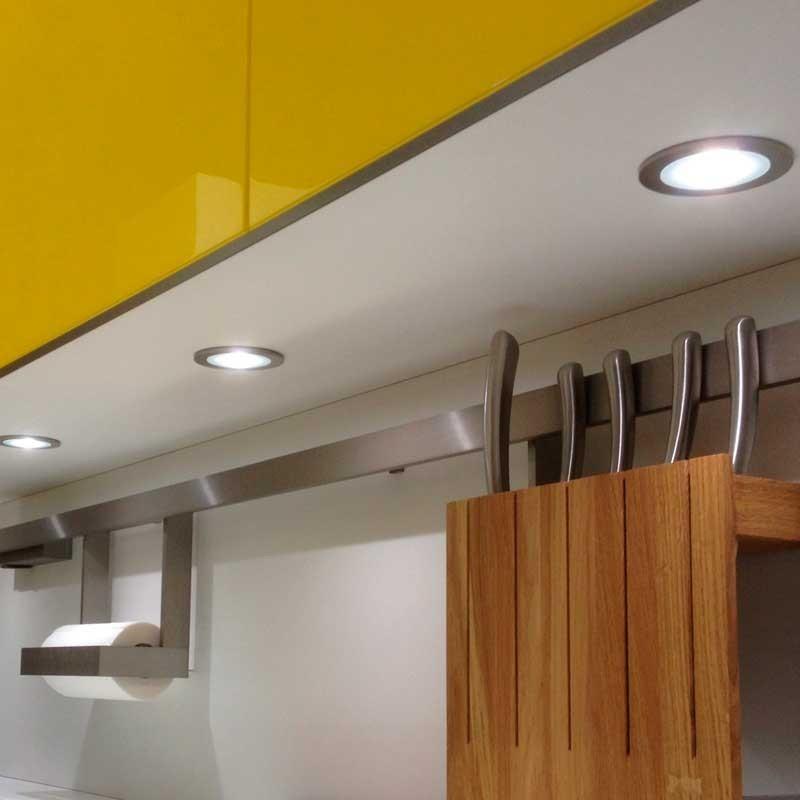 Focos led para cocinas muebles de la mesada con la tira for Focos led para cocina